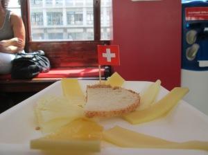 Pratinho com sete tipos de queijos suíços