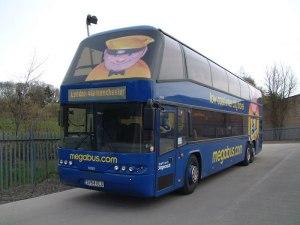 Um dos ônibus da Mega Bus em operação na Inglaterra
