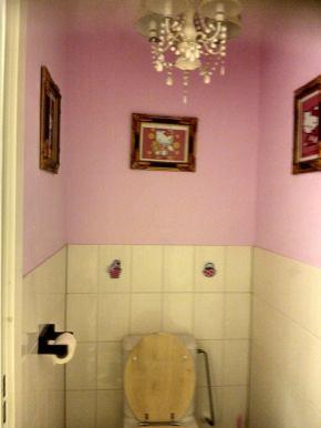 Banheiro com decoração da Hello Kity