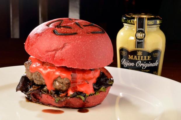 O Hambúrguer Ruby, do 3 Brasseurs, é todo vermelho