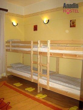 Um dos dormitórios do Anadin Hostel