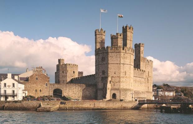 O castelo de Caernarfon é bastante visitado no país
