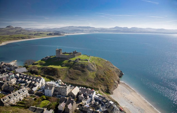 O castelo de Criccieth tem uma vista belíssima do mar