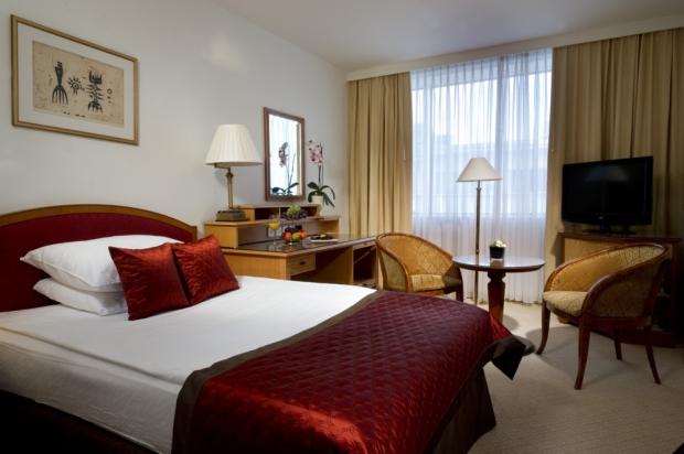 Um dos quartos do hotel Lev