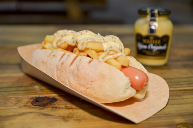 O cachorro-quente Texas Ranger do Texas Grill Hot Dog