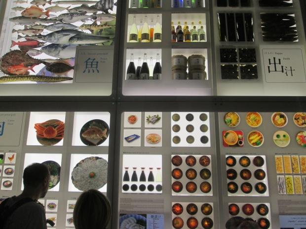 Painel com alimentos utilizados pelos japoneses