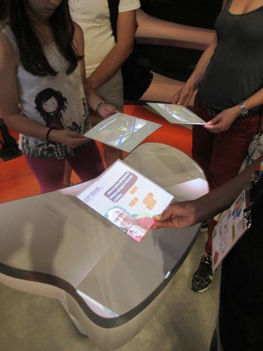 Os papelões se transformavam em tablets