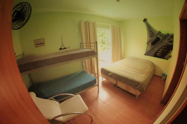 Um dos quartos do Barra Surf, em Florianópolis