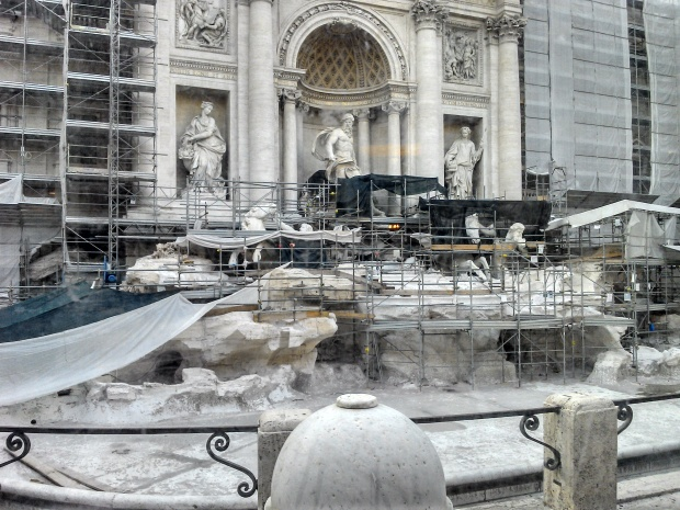Fontana di Trevi durante a reforma