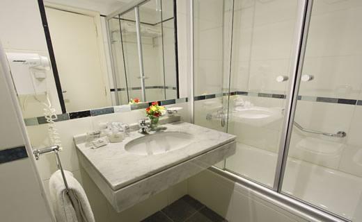hotel embajador banheiro