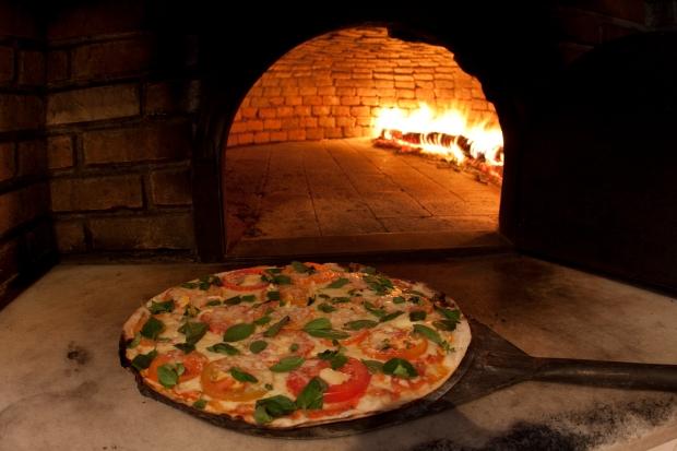 Pizza-forno a lenha-pizzaria-maresias
