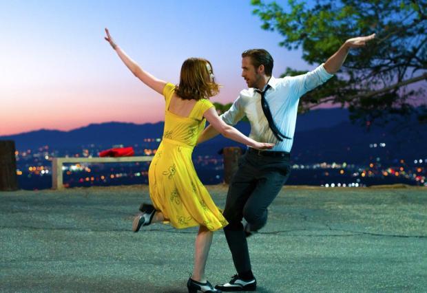 Emma Stone e Ryan Gosling em La La Land, dir. Damien Chazelle, 2016 © SND.
