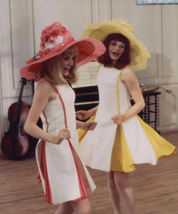 Françoise Dorléac e Catherine Deneuve em Duas garotas românticas (Les Demoiselles de Rochefort), dir. Jacques Demy, 1967. Foto Hélène Jeanbrau © Ciné Tamaris.